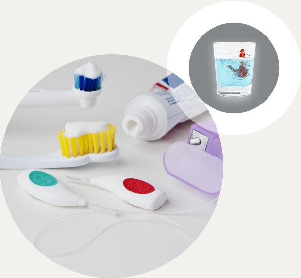 Zahnreinigung und Reinigung der Zahnspange